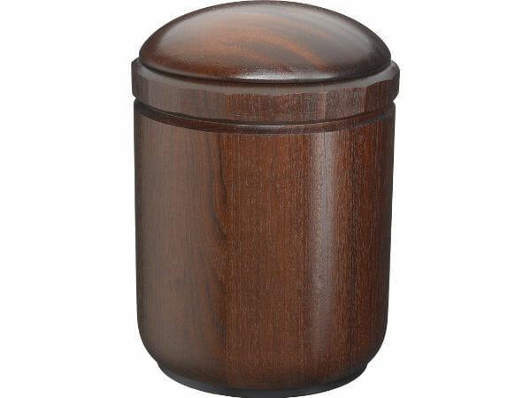 Træ urner fås i rund og firkantet. Eg, Fyr og mahogni.